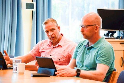 NEI: Morten Lafton (Ap) fastslår at Ap ikke vil stemme for en nedleggelse av bassenget på Toso skole. Kåre Johnny Pladsen (Ap) til høyre.