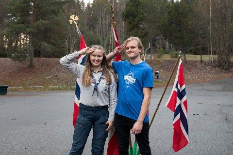 SPEIDERHILSEN: Tuva Moholdt (18) og Trond Anders Nordby (19) arrangerer Roverstevne for 200 speider denne helgen.