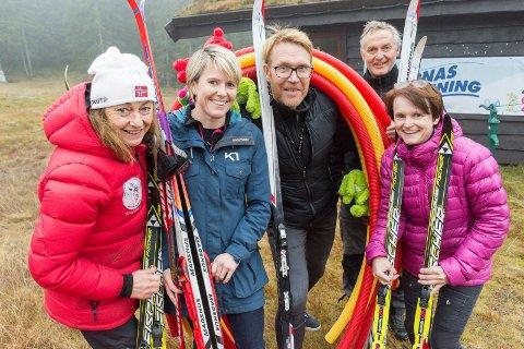 NÆRMER SEG SNØANLEGG: Åse Ragnhild Sveen, Christine Mathiesen, Stig Rongved, Rolf Storbråten og Dordi Skjevling har lenge jobbet for snøanlegg på Rinkollen. Nå nærmer det seg byggestart.