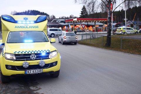ULYKKE: Nødetatene rykket ut da en bil og en syklist kom borti hverandre like ved CircleK i Hønengata.
