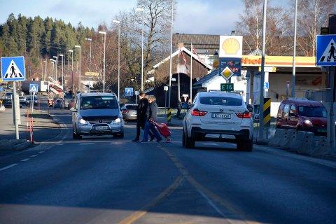 HENSYN: Det er delte meninger om hvorvidt bilister tar hensyn til myke trafikanter eller ikke.