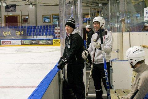 GOD STEMNING: Panthers-trener Martin Boork (til venstre) på sidelinja.