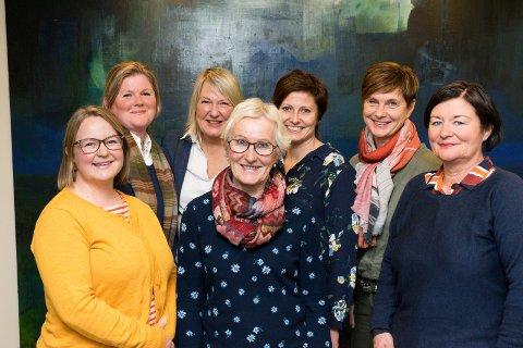 NY KÅRING: Novapro kårer Årets kvinnelige forbilde for femte år på rad. Styret i Novapro består av Maria Rosenberg (fra venstre), Jeanette Henriksen, Liv Gravdahl, Anne Lise Rian, Ellen Aamodt, Tone Reneflot Thoresen og May Janne Botha Pedersen.
