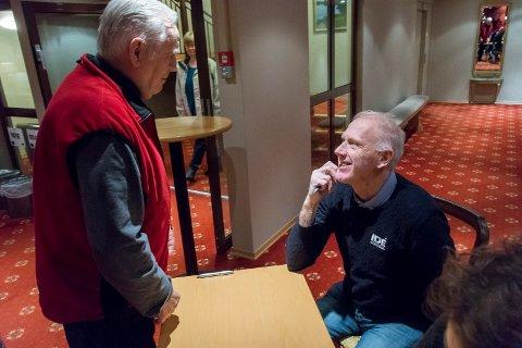 TROFAST TILSKUER: Ole Haukedalen har sett 31 femmilsløp i Holmenkollen - mange av dem med Oddvar Brå i en hovedrolle. Mandag møtte han skilegenden på Klækken hotel.