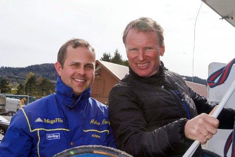 GLADE: Kristian Malmin (t.v) og Trond Anderssen var fornøyde med nok en seier i trav. Amarone Classic vant løpet på Bjerke lørdag.