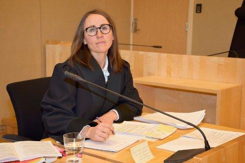 BA OM FENGSEL: Aktor Kari-Anne Hille Valla ba retten idømme kvinnen betinget fengsel og en bot på 10.000 kroner.