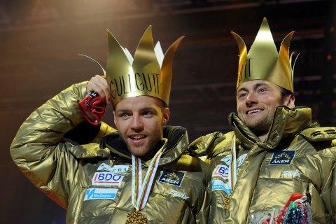 GULLGUTTER SAMMEN: Tord Asle Gjerdalen og Petter Northug vant stafettgull under Oslo-VM i 2011. *** Local Caption *** Tord Asle Gjerdalen  og Petter Northug med gull