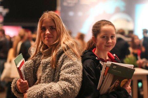 Lene Haraldsen (18) og Kristin Tronrud (17) fra Hønefoss videregående skole var på utdanningsmessen i Oslo.