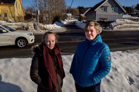 TRAFIKKFARLIG: Student Guri Astrid Venåsen og driftssjef ved Høgskolen i Sørøst-Norge, Laila Gustavsen, levner ingen tvil om at det må gjøres noe med høyskolekrysset.