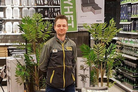 Frode Aasland på Rusta ble overrasket over den store interessen for vår- og sommervarene i helga, ettersom det fortsatt er veldig vinterlig ute.