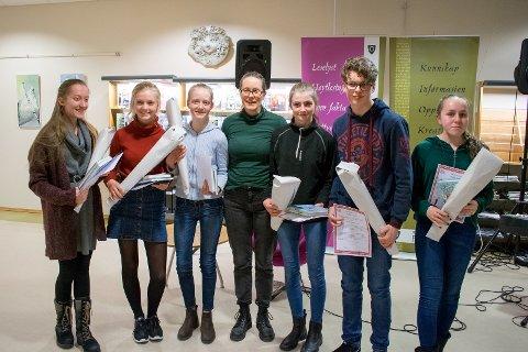 Annie Bråten, Anja Sandholm, Evie Elise Sandholm, Helene Guåker, Anette Løbben Olsen, Mathias Gabriel Hegelund Vemnäs og Mina Celine Sylte
