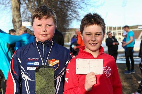 Traff null: Henrik Farmen og Emil Krangnes synes det var gøy å være med på nulløp. Ekstra stas var det at Emil traff nullen.