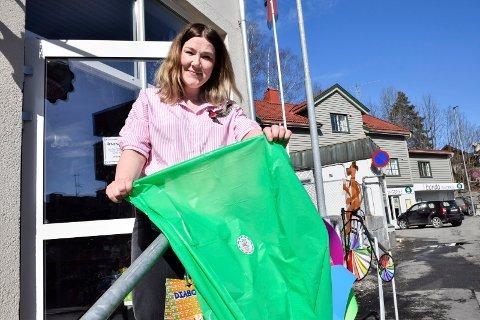 – BLI MED: Marianne Storsveen i lekebutikken Bukkene Bruse har satt i gang sin egen søppelaksjon.