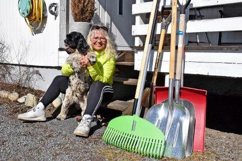 Ut på tur: Tone går aldri mindre enn fem mil i uka. Hunden Rocky er ofte med matmor.
