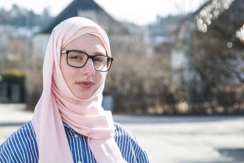 Farlig: Lajla Omarova (16) tenker over konsekvensene av høy musikk.