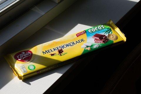 Melkesjokolade med cocos: Helene mener den søte nyheten til Freia er heit.