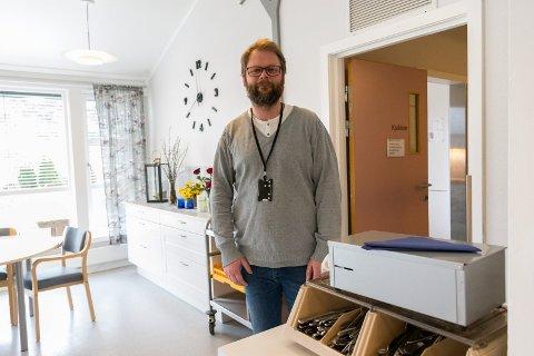 Gjermund Bråten er avdelingsleder på Tyribo. Han er godt fornøyd med erfaringene som er gjort etter at middagen ble flyttet.