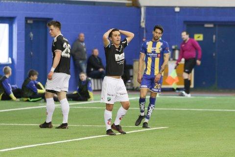 Daniel Østebø og Kristoffer Hoven kan fortvile over at poengene glapp. Men HBK løftet seg spillemessig mot Alta.