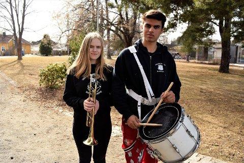 Spiller i korps: Rikke Larsen Helltun og Odin Eidsgård har begge spilt i korps i mange år.