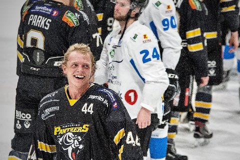 Robin Bjørnstad har signert ny avtale med Ringerike Panthers.