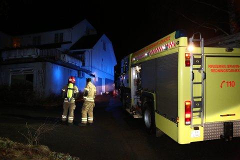 Brannvesenet rykket ut til brann i kjelleren på Borger gård rundt midnatt lørdag kveld.
