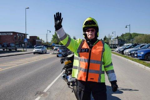 PASSER PÅ: Trond Hegseth er nysertifisert kursarrangør for MC-førere som skal være vakter i sykkelritt. Nå er han klar for Tour of Norway.