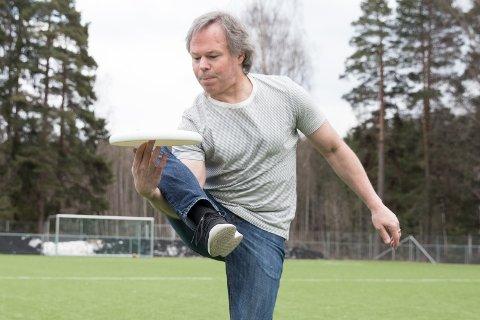 Triks: Adrian Oleson demonstrer triks med disken.