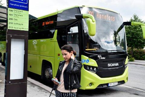 FRUSTRERT: Mariya Kostova Ivanova pendler hver dag til Bærum, og irriterer seg over forsinkelsene bussen medfører.