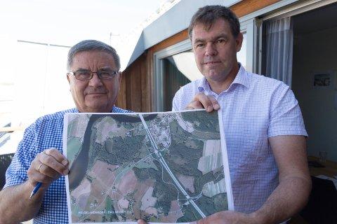 ØNSKER KRYSS: Anton Bakken og Frederik Skarstein mener det er godt belegg for å si at et E16-kryss ved Helgelandsmoen vil gi stor samfunnsnytte.