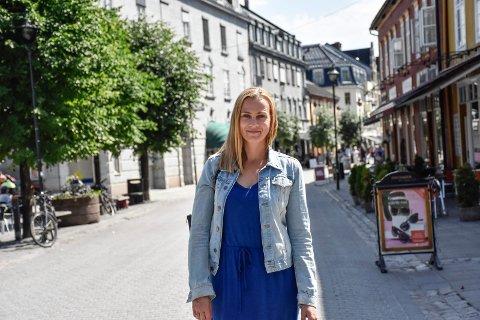 UPRAKTISK: Avstand, omveier og at det er upraktisk å reise dit oppgis av mange som årsaker til at de ikke bruker Hønefoss sentrum mer. Det har Monica Odden Myklebust i Ringerike Næringsforening kartlagt.