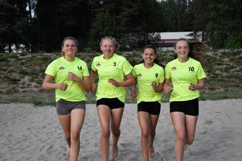 Ny utfordring: Hannah Stevnebø (13) (fra venstre), Maria Hansen (14), Andrea Thorsen (14) og Siri Bråten (13) meldte seg på som et firemannslag for å få ny utfrodring under årets Ringeriksmaraton.