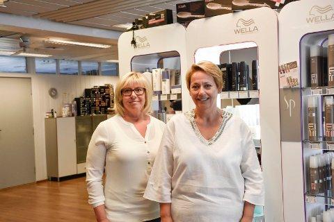 GODE KOLLEGAER: Vivi Engeli og Kristin Grande har drevet Fix dame- og herrefrisør i 30 år. Nå skal de feire jubileumsåret.