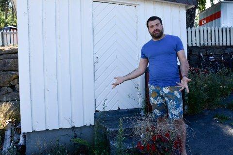 RESPEKTLØST: – Vi vasker og pynter her hver dag fra tidlig om morgenen, så dette er respektløst. I tillegg har vi toaletter som er åpne fram til klokken 22 på kvelden, påpeker Dilovan Amouni.