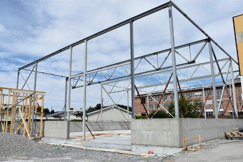 Ved kornsiloene i Asbjørnsens gate bygges det et nytt og morderne lager.