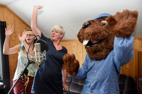 GOD STUDIO-STEMNING: Tømmer-Truls gir snart ut egen sang. Beate Dyraas har skrevet teksten og synger. Aud Wilhelmsen og Maren Sofie Trulsen bidrar også med stemmen sin.