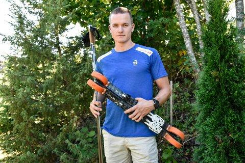 I sommer går treningsøktene både på rulleski, med joggesko og fra sykkelsetet for langrennsløperen Eirik Sverdrup Augdal.
