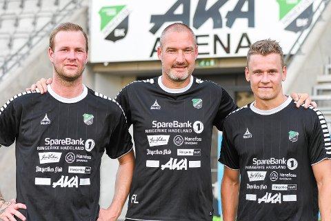 Første HBK-trening: De to tidligere Nest-Sotra-spillerne Andreas Rødsand og Joachim Edvardsen ble ønsket velkommen til Hønefoss av trener Frode Lafton.
