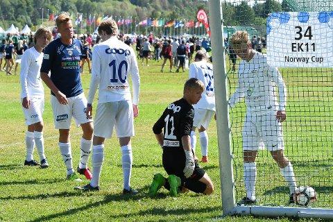 Scoret to: Sander Johansen (i blått) var i scoringsform mot Ridabu.