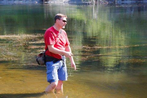 Fiskestopp: Leder for Ringerikes Sportsfiskere, Birger Bekkevold melder om fiskeforbud i Randselva.