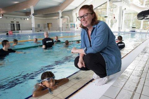 Trygg: Mamma, Anne Gro Gjerdal, er glad for at datteren Rosemarie er trygg i vann.