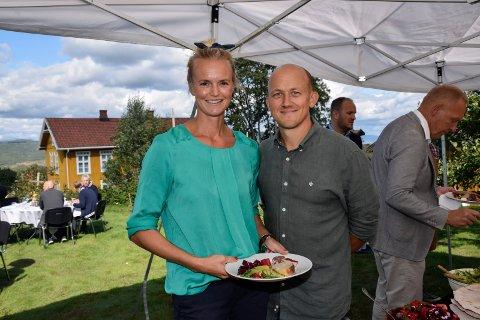 STOLTE: Ask gård Foredling AS i Åsbygda har fått flere priser og utmerkelser på kort tid. Nå er Kristoffer Evang og kona Anne Marte Ruud Evang også nominert til prisen Årets produsent.