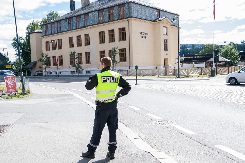 Politiet vil ha flere kontroller ved distriktets skoler de neste ukene. Illustrasjonsfoto: Knut Andreas Ramsrud