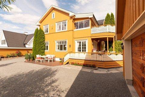 Boligen ligger på Løkka, kanskje et av de mest populære stedene å bo i Hønefoss.