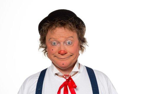 RØD NESE: Clown André får fart på lattermusklene.