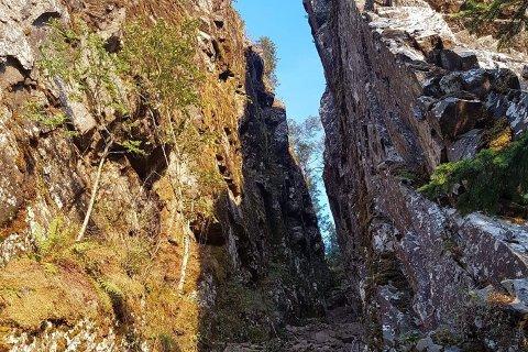 IKKE TRYGT: Foreløpig er det ikke trygt å gå i Mørkgonga, ifølge fjellsikringsselskapet som har vært på stedet.