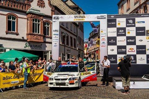 VEL GJENNOMFØRT: Det er ingen selvfølge å fullføre en VM-runde i rally, men Hønefoss-gutta Even Moan og kartleser Glenn Bjørnrud klarte det. Og det var en seier i seg selv.