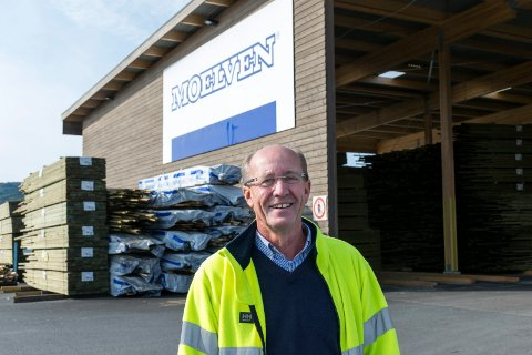 SOKNABRUKET: Direktør Atle Nilsen skal ha 15 nye ansatte i bedriften. Det er snakk om ansatte både i produksjoen og administrasjonen.  Det nye trelastmagasinet på 5.500 kvadratmeter ble tatt i bruk tidligere i år.