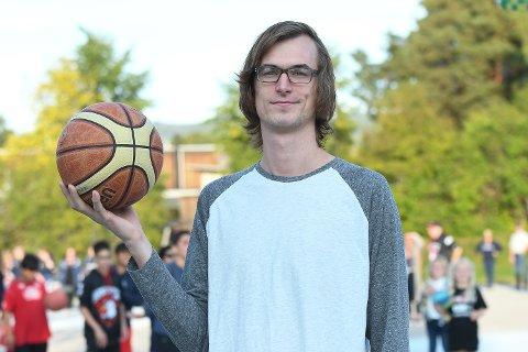 KLAR FOR HBBK: Den ferske norgesmesteren i basketball, Henry McCarthyskal spille for HBBK i 1. divisjon.