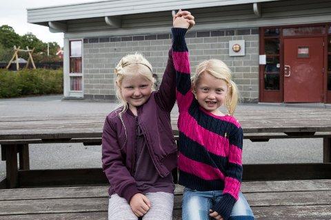 Bestevenninner: Jenny og Victoria er naboer, bestevenniner og andre generasjon på Vik skole.