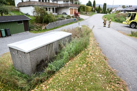 Brann i en trafo i Bloms gate førte til strømbrudd i sentrum av Hønefoss.